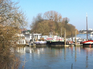 Isleworth Houseboats